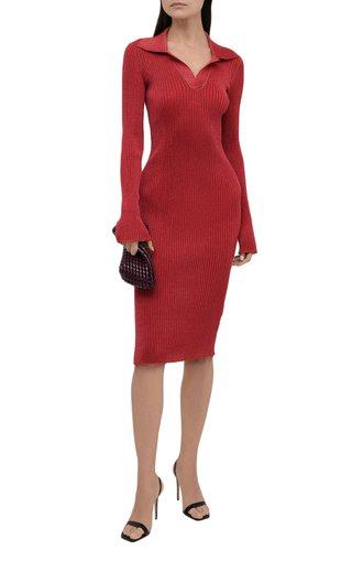 Женское платье BOTTEGA VENETA красного цвета, арт. 672040/V0Z30   Фото 1 (Длина Ж (юбки, платья, шорты): Миди; Материал внешний: Синтетический материал, Металлизированное волокно; Рукава: Длинные; Женское Кросс-КТ: Платье-одежда; Случай: Повседневный; Стили: Романтичный)