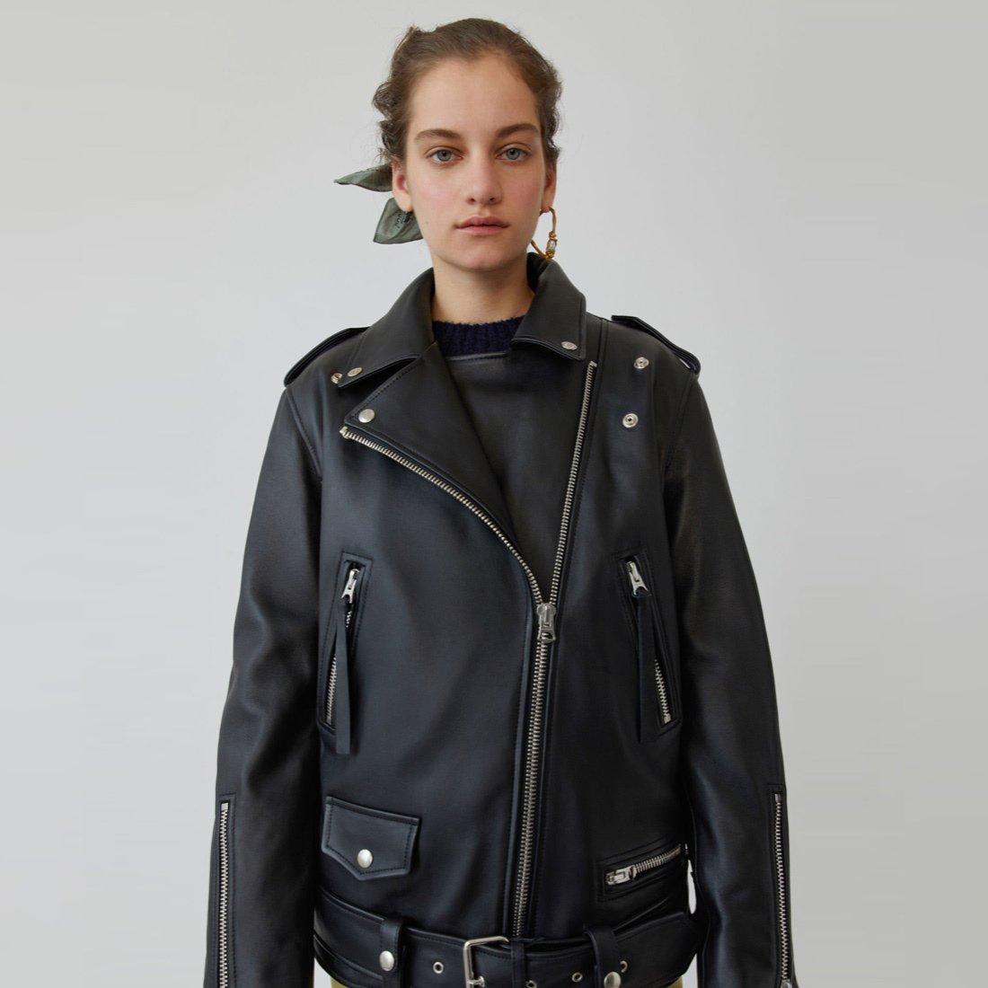Must have: кожаная куртка